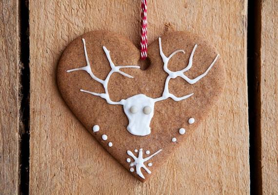 A mézeskalács szív természetesen nem maradhat ki a felsorolásból, ha szép nagyot vágsz ki, akkor a közepét szépen kidekorálhatod bármilyen személyes vagy karácsonykor jellegzetes motívummal, ajándéknak is tökéletes.