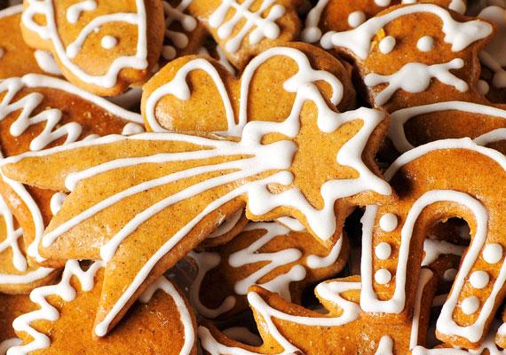 Hagyományos díszítésÁltalában mindenki, aki készít mézeskalácsot karácsonykor, a hagyományos, klasszikus formákat részesíti előnyben, ennek megfelelően már lehet kapni ilyen kiszúróformákat is, de mindig jobb és szórakoztatóbb, ha saját kezűleg vágod ki a sokadik csillagot, üstököst, fenyőt vagy bármilyen karácsonyi jellegű formát.