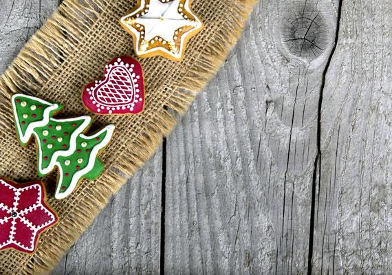 SzínezésUgyan jellemzően rettegünk az ételfestéktől, és hajlamosak vagyunk teljesen ártatlan alapanyagokra is a sátán műveként tekinteni, érdemes ezzel a lehetőséggel is élni. Ma már temérdek, az egészségre egyáltalán nem veszélyes ételfestéket vehetsz a megfelelő helyeken, és feldobhatod vele a mézeskalácsodat. Természetesen karácsonyi szezonban a piros és a zöld viszi a prímet, de nyugodtan használd a fantáziádat és akár a teljes színskálát.