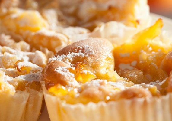 Almás-habos bögrés süteményEzt a süteményt akkor is össze tudod dobni, ha még nem találkoztál sütővel, és a mértékegységekkel is problémáid vannak. Egy bögrére lesz csak szükséged, ezt nem tudod elrontani!