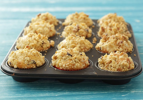 Almás muffinMuffint szinte bármiből készíthetsz, így almából is, a klasszikus tésztába keverj jó sok gyümölcsöt, szórd meg egy kis fahéjjal, told be a sütőbe, és máris mennyei illat lengi majd körbe a konyhádat.