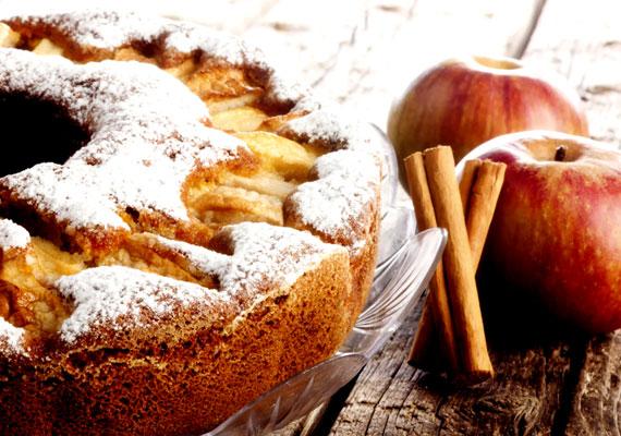 Almás-fahéjas bögrés sütiHa karácsony, akkor alma és fahéj! A belőlük készített édességek jellegzetes illatának képtelenség ellenállni, és ilyenkor nem is kell, ezen a pár napon igazán lemondhatsz a kalóriák számlálásáról, és élvezheted a finomabbnál finomabb édességeket. A fél óra alatt összedobható édesség receptjét itt fogod megtalálni.