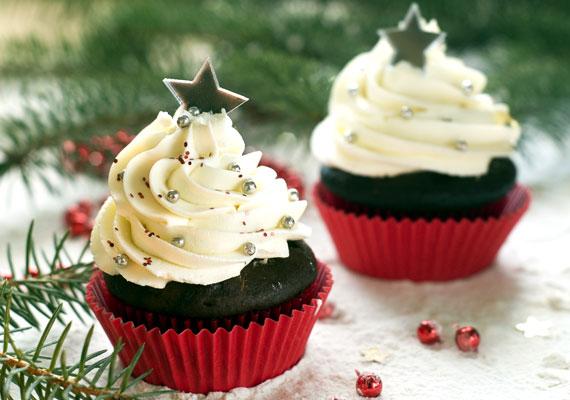 MuffinA világ legnépszerűbb sütije nem véletlenül minden háziasszony kedvence, hiszen ennél egyszerűbben ilyen látványos finomság biztosan nem kerülhet az asztalra. Díszítsd cukormázzal, igazi karácsonyi hangulatot varázsolhatsz a tetejére! A borzasztó könnyű receptet itt találod hozzá.