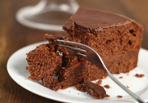 Csokis bögrés süti                         A kakaós masszából készült bögrés süti valószínűleg mindenkinek ismerős, mind látványra, mind ízre. Ha eddig azt hitted, hogy ezt nehéz elkészíteni, tévedtél. Fogd a kedvenc bögréd, és már indulhat is a móka. A végeredményt feldobhatod a kedvenc lekvároddal vagy mogyorókrémmel is. Így süsd finomra.