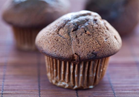 Bögrés muffin                         Ha már bögrés sütik, nem maradhat ki a felsorolásból a legendásan egyszerű és éppoly legendásan finom cupcake sem. A jellegzetes kosárkákban sült és tálalt édesség az íze mellett egyszerűségének köszönheti világhódító karrierjét. Az elronthatatlan és isteni finom receptet itt találod.
