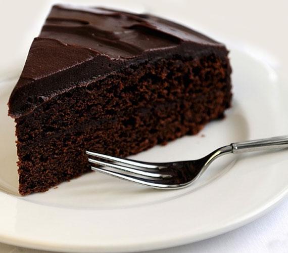 Ha valakit meglepnél, de nincs sok időd, akkor se ess kétségbe, itt a percek alatt elkészíthető, mégis zseniális csokoládétorta, ha van 40 perced, már kezdj is neki!