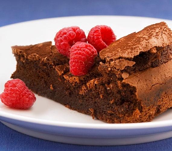 Hogy a lisztérzékenyek és a diétázók se maradjanak ki a legjobb dolgok egyikéből, készíts olyan csokis tortát, amit bátran fogyaszthat bárki!