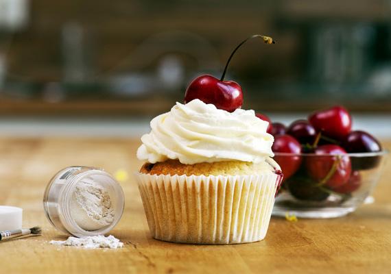Muffin                         Mindenki kedvence a jellegzetes formájú sült kosárka, amit ha egyszer már készítettél, akkor mindig tudni fogod, miként is fogj hozzá. A végtelenségig variálható, pofonegyszerű édesség nemcsak finom, de látványos is.A receptjét itt találod.