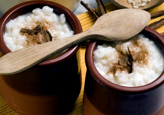 Tejberizs                         Klasszikus édesség a tejberizs, amire szintén kevesen mondanak nemet, és még kevesebben tudják igazán elrontani. A meleg tejben puhított rizs gyümölcslekvárral, kakaóporral vagy fahéjjal is mennyei, de egy kis pudinggal elkeverve sem szörnyen rossz.A nagyi is így készítette.