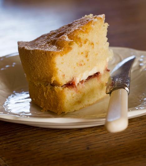 Összeesett sütemény  Jó néhány sütemény, például a piskóta és a felfújt, könnyen összeesik, ha nyitogatod a sütőt, miközben odabent készül a finomság. Ne légy türelmetlen, várd ki a receptben megadott időt, és csak a végén nyisd rá az ajtót, nehogy megfázzon.