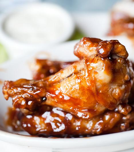 Ropogós, pikáns csirke                         Kedveled a kínai konyha ízvilágát? Akkor játssz kedvedre a méz, fokhagyma és szójaszósz különleges keverékével. Mintha egy autentikus étteremben rendeltél volna.                         Kapcsolódó cikk:                         Ropogós mézes-fokhagymás csirke »