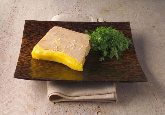 LibamájA hájban sült libamáj klasszikus hazai finomság, ami mégis viszonylag ritkán kerül itthon az asztalokra, így, ha teheted, készíts egy nagyobb adagot, és lepd meg vele a rokonságot, egy szép porcelántálkába csomagolva két ajándékot is adhatsz egyszerre.