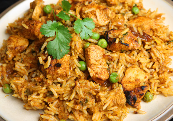 Bácskai rizses húsA menzás menük megkerülhetetlen fogása, az étel, ami mindent tartalmaz, amire egy fejlődésben levő szervezetnek szüksége van, mégis nagyon olcsón és egyszerűen összedobható, az nem más, mint a bácskai rizses hús.