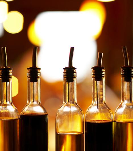OlajokSütéshez legjobb az egyszerű napraforgó olaj, de pácoláshoz használhatsz olívaolajat is, vagy különlegességeket. A pácolással nemcsak ízt adsz a húsnak, de hamarabb is megsül, és a hús is puhább lesz.Kapcsolódó cikk:5 szaftos hús 15 perc alatt »