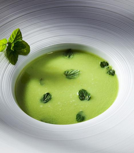 Hűsítő levesA zöldborsós-mentás leves igazi frissítő ízélmény.Mentás zöldborsóleves »