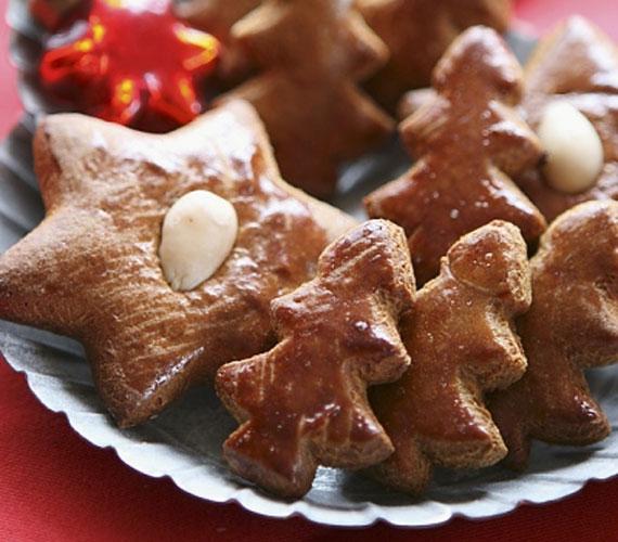 Fenyőre a fenyővel! Nemcsak a fán, de a tálban is nagyon jól mutat egy egész erdőnyi mézeskalács-karácsonyfa, bármennyit is készítesz, biztos lehetsz benne, hogy az ünnep végére egy sem marad.