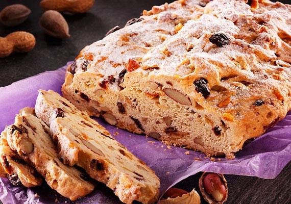 A püspökkenyérbe belesütheted a Mikulásról megmaradt aszalt gyümölcsöket és csokit.