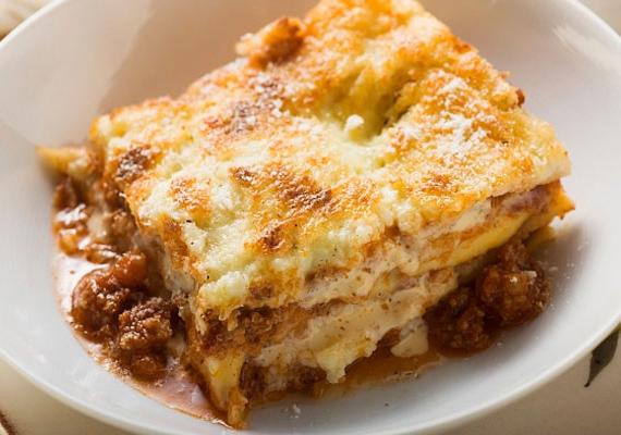 Paradicsomos lasagne darált hússal készítve.