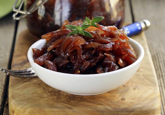 HagymalekvárA masszívabb, tömény sültekhez való igazán a hagymalekvár, ami könnyed, édes ízével remekül harmonizál a marhasült vagy az oldalas zsírosságával. Az elronthatatlan receptet itt találod hozzá, kísérletezz vele bátran!