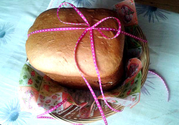 Fahéjas kalács                         Az illatos fűszer nélkül egészen biztosan szegényebb világban élnénk, valószínűleg így gondolta Galcsill is Mezőkövesdről, aki meglátta a kenyérsütőben rejlő lehetőségeket, és a formás és illatos kalácsot azzal készítette el. Ha követni szeretnéd példáját, itt találod a receptjét.