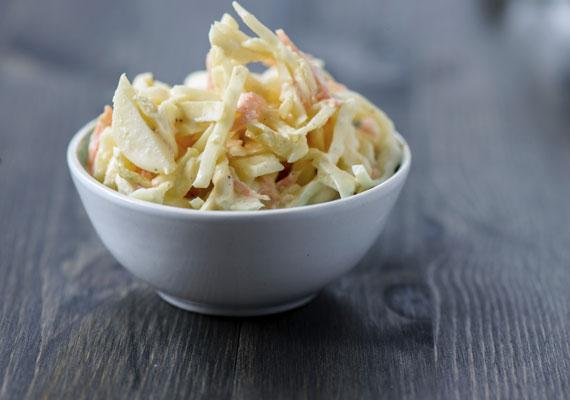 KáposztasalátaAz amerikai kontinens legnépszerűbb köreteinek egyike, a coleslaw saláta szép lassan idehaza is közkedvelt lesz. A könnyen elkészíthető és finom saláta remekül passzol bármilyen húsos fogáshoz, de magában fogyasztva is pompás. Válogasd össze a legjobb alapanyagokat, és készítsd el ez alapján a recept alapján!