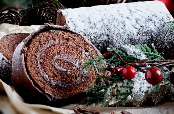 Karácsonyi fatörzs                         Franciaországban a pompás krémmel töltött, különlegesen díszített piskótatekercs nélkül nincs karácsony. A töltelék lehet csokis, kávés, gesztenyés. A süti egyébként már nálunk is hihetetlenül népszerű. Ha a lekváros piskótatekercset túl egyszerűnek találod az ünnephez, süss fatörzset! Mutatjuk az egyik legjobb változatot!