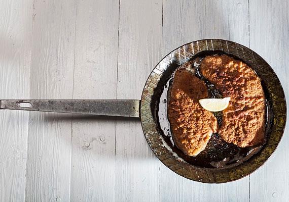 Rántott hús                         Minden nap ünnepnap, amikor rántott hús kerül az asztalra, ezt az ételt tényleg mindenki szereti, igazi jolly joker, amit bármikor süthetsz, ráadásul nem is bonyolult, és bármilyen körettel zseniális fogás. Hogy biztosan tökéletes legyen, itt találsz néhány tippet!