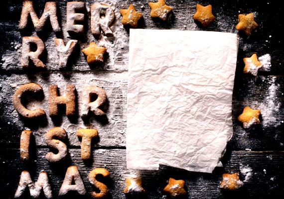 MézeskalácsMézeskalács nélkül sem igazán rendeztek még karácsonyi ünnepeket, a bejgli mellett ez az édesség a másik fix befutó, ha a leghosszabb ünnepünk és a sütemény szóba kerülnek valahol. A mézeskalács nagy előnye, hogy tésztájából bármit formázhatsz, így ajándéknak, fadísznek vagy ajtódísznek is jó, amellett, hogy elsődleges élvezeti funkcióját is megtartja. Így készítsd, itt pedig találsz néhány pompás ötletet a formázáshoz.