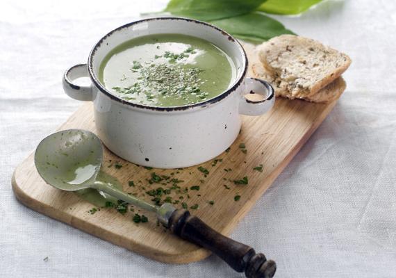 BrokkolikrémlevesA brokkoli is lassan a szezonját éri, ilyenkor pedig érdemes kihasználni az alkalmat és friss zöldségből főzni a krémlevest. Az ásványi anyagokban és nyomelemekben gazdag brokkoliból egészen laktató krémlevest főzhetsz és egy pillanatig sem kell aggódnod a mérleg miatt. Itt találod a receptjét!