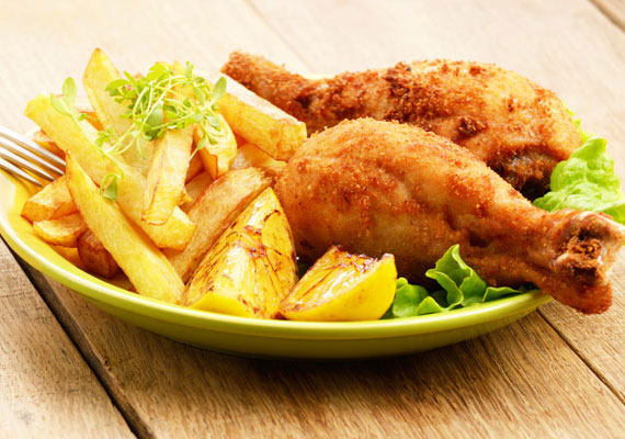 Rántott csirkecomb                         A hagyományos dobverő minden vasárnapi ebéd vagy kisebb családi ünnep sztárja, az omlós és zamatos hús és a ropogós bunda kombinációja az egyik legjobb dolog, ami a tányérodra kerülhet.