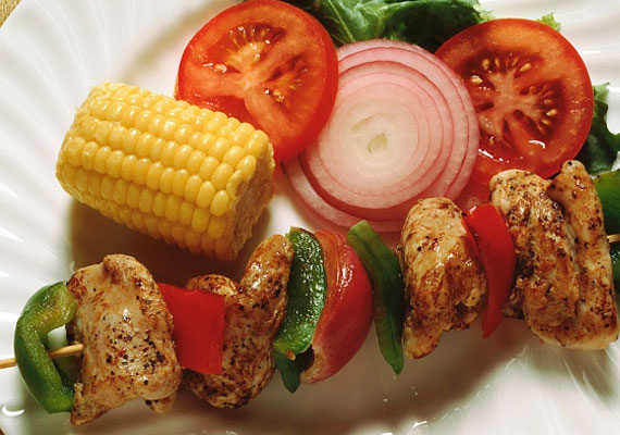 25 perces csirkenyárs, amit akár sütőben is elkészíthetsz.