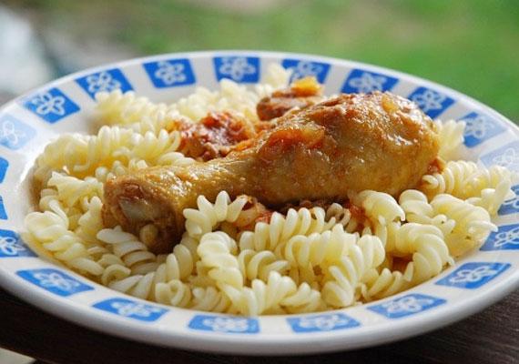 A paprikás csirkét nem nehéz elkészíteni, itt van mindjárt négy változat.