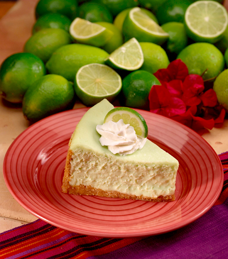 A lime igazi nyári alapanyag, fanyar ízével és jellegzetes színével minden sütihez kiválóan passzol, de legjobban sajttortával kombinálva működik.