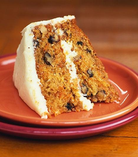 A cukormázas sütik viszonylag ritkán szerepelnek a fogyókúrák étrendjében, ezért talán érdemes ezt a réteget lehagynod az egyébként isteni finom répatortáról, és máris közelebb vagy a strandformához.