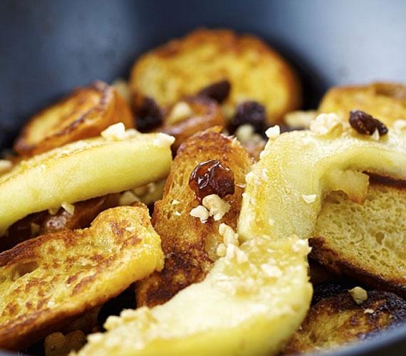 A smarni, avagy császármorzsa a monarchia idejéből maradt a magyar háziasszonyokra, és vált a térség egyik kedvenc édességévé. Egy kicsit módosított palacsintatészta, porcukor és lekvár - persze lehetőleg házi -, és már kész is van az isteni édesség.