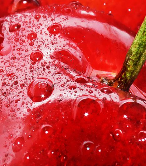 CseresznyeHa nem teszed a füledbe, akkor készíts belőle cseresznyés piskótát vagy pitét, de főzhetsz belőle lekvárt is, például meggyel keverve.Kapcsolódó receptek:Jéghideg és tűzforró receptek cseresznyével »