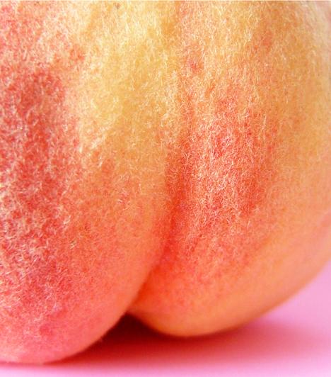 Őszibarack Ugye, milyen jó, amikor a barack lecsorog a karodon? A barack talán a legnyáribb gyümölcs. Készíts belőle szörbetet vagy fagylaltot, de sütibe is sütheted.   Kapcsolódó recept: Őszibarackos trifle »