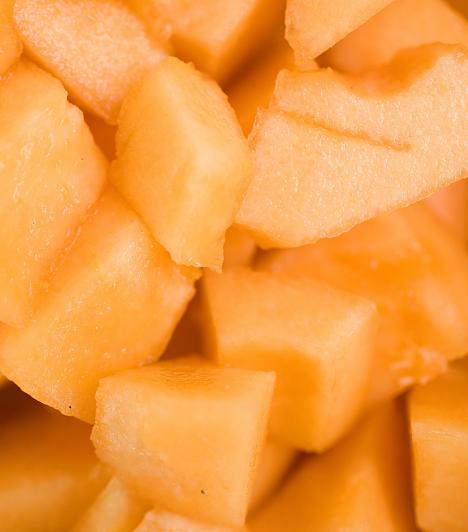 Sárgadinnye Formázz belőle kis golyókat, öntsd le kevés mézzel, tégy rá pár levél mentát, és már kész is a csodálatos nyári desszert. Ha izgalmasabbra vágysz, akkor pezsgőbe is szórhatod.