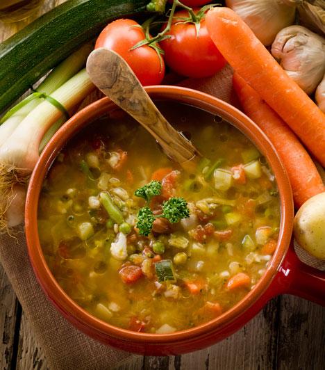 Gyomorkímélő zöldségleves  Rakoncátlankodó gyomor ellen a hagyományos pálinkás megoldás után a második legjobb választás.  Vitaminbomba a hűvös napokra »