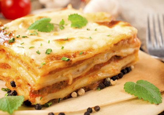 Lasagne                         Készítheted a klasszikus al forno változatban, egy kellemesen lágy spenótos töltelékkel, vagy gyakorlatilag bármilyen szószt tehetsz a tésztalapok közé, csak jó sok sajt és némi besamel is kerüljön bele és akkor biztos a siker. Egyre vigyázz: ha egyszer elkészítetted, mindig ezt fogják követelni tőled!