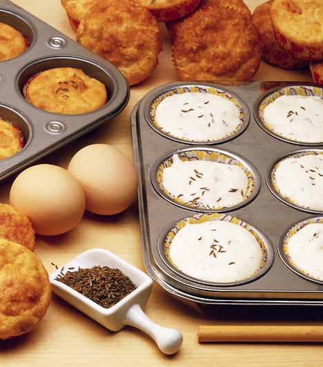 A muffinkészítés roppant egyszerű. Tulajdonképpen vajas tésztáról van szó, amit aztán mindenféle finomsággal ízesíthetsz. Ráadásul pillanatok alatt elkészül, és szinte elronthatatlan.Kapcsolódó cikk:20 perces, mézédes muffinok »