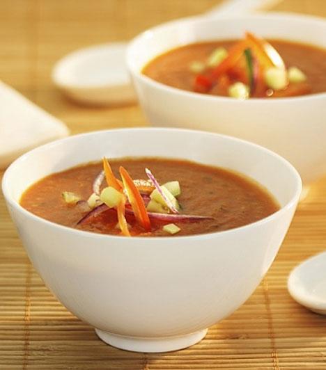 Kánikula idején a gazpacho igazi életmentő fogás, nem terheli meg a gyomrod, ízletes, és hűsít is, a spanyolok nemzeti levese nem véletlenül örvend az egész világon óriási népszerűségnek.