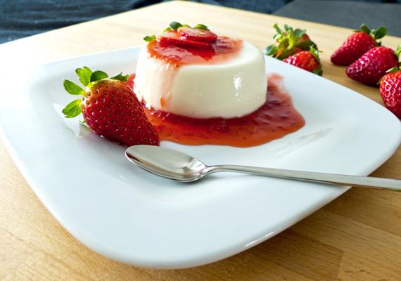Panna cotta                         Az olaszok tejszínes édességénél kevés egyszerűbb desszert létezik, készítsd el a natúr alapot, majd tégy rá olyan gyümölcsöt és szirupot, amilyenhez épp kedved van. A látványos és finom édességhez nem kell sem sütő, sem nagy konyhai tapasztalat.