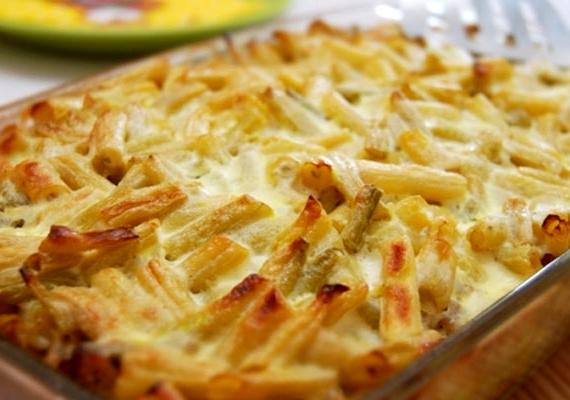 Rakott zöldbab                         A zöldbab a magyar konyha mostohagyereke, alig pár hagyományos fogást készítünk vele, pedig igazán jobb sorsra lenne érdemes. A jellegzetes formájú hüvelyesből többek között remek rakottast készíthetsz, akár natúr szelettel, akár darált hússal, akár különböző zöldségekkel, ahogy épp jónak gondolod. Itt egy egyszerű recept, variáld kedvedre!