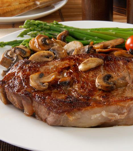 Omlós, illatos erdei gombás sült  Az őszi receptek jellegzetes összetevője a gomba, remekül passzol szinte minden húsételhez.  Ínycsiklandó vacsora a természet ajándékaival »