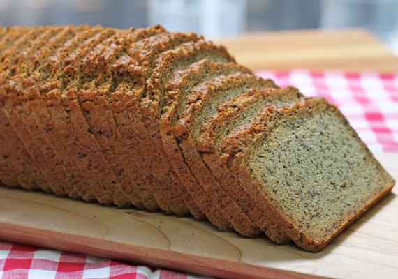 Paleo kenyér                         Ennek az életmódnak talán a legnehezebb része a jól megszokott, napi rutinnal fogyasztott kenyér beszerzése, megsütése. A boltban kapható paleolit kenyerek ára egészen magas, így jobban jársz, ha megbarátkozol a gondolattal, hogy otthon kell elkészítened ezt az ételféleséget. Ez a recept segít ebben.
