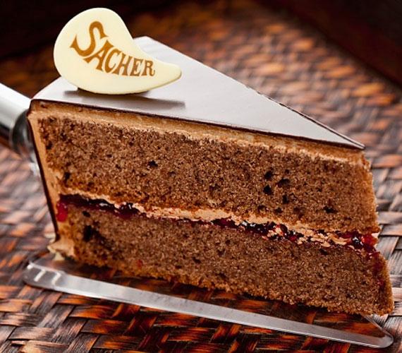 A csokoládétorta önmagában unalmas - ez jutott eszébe a tinédzserkorú Franz Sachernak, aztán kiment a konyhába, összedobta, amit gondolt, és több mint 170 év után is nap mint nap hálásan emlegetik a nevét és a róla elnevezett édességet, a Sacher-tortát.