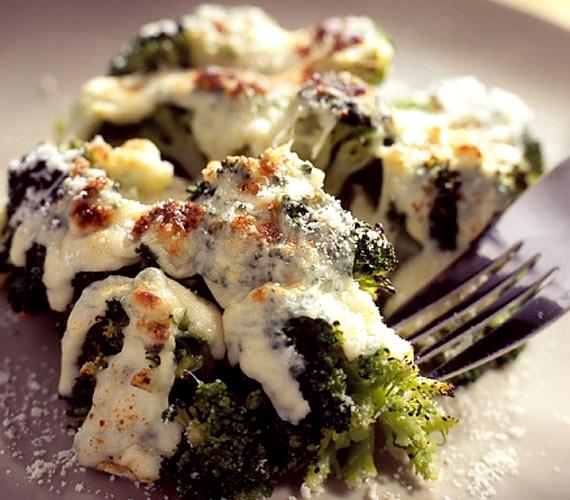A brokkoli azon zöldségek egyike, amelyeket ifjonc korodban szinte biztos, hogy képtelen voltál megenni, azonban felnőttként jó eséllyel megszeretted őket, és ha szezon van, biztos ott szerepelnek a saját étlapodon.