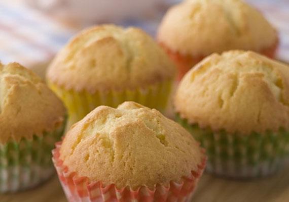 Bögrés sütiHa meg szeretnéd lepni a barátaidat valami édességgel, a legjobb, ha bögrés sütivel kezded cukrász pályafutásodat. Amennyiben van otthon egy átlagos méretű bögréd, már nyert ügyed van, mérd ki vele a hozzávalókat, keverd össze őket, aztán süsd ki az egészet.