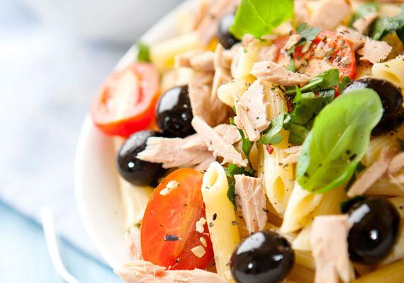Isteni, laktató finomság, rengeteg zöldséggel. Zöldséges tésztasaláta »